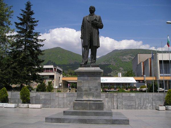 Паметник на Иван Вазов в гр. Сопот
